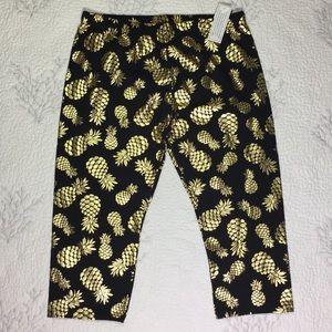 NWT Pineapple 🍍 Capri pants